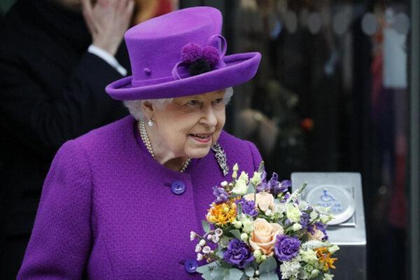 کاخ ملکه انگلیس سالن سینمای روباز می گردد